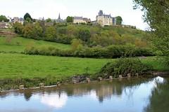 Le bourg de Sainte-Suzanne. (chug14) Tags: paysage bourg colline château forteresse muraille erve pâturage saintesuzanne saintesuzanneetchammes mayenne paysdelaloire
