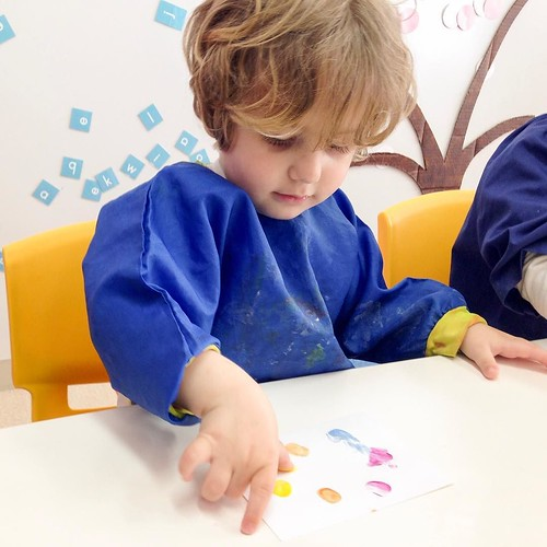 Finger print art at Star Kids International Preschool, Tokyo. #starkids #international #preschool #school #children #toddler #kids #kinder #kindergarten #daycare #fun #shibakoen #minatoku #tokyo #japan #instakids #instagood #twitter #子供 #幼稚園 #保育園 #スターキッズ