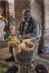 La Mirada del Artesano. (Capuchinox) Tags: artesano artesania rural dodge burn persona