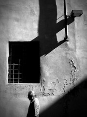 iPhone photo 7 (Jacopo Pandolfini) Tags: blackandwhite biancoenero firenze florence bn bw tuscany toscana italy italia people gente shadow ombra sunlight sole street strada iphone7