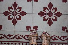 Mis pies (Letua) Tags: yo pies sandalias mosaicos piso selfportrait floor feet sandals