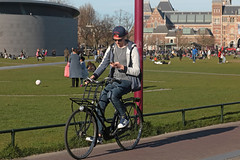 Museumplein - Amsterdam (Netherlands) (Meteorry) Tags: europe nederland netherlands holland paysbas noordholland amsterdam amsterdampeople candid zuid sud south museumkwartier museumplein bicyclette bicycle cyclist vélo bike man male homme guy teen twink student étudiant people crowd afternoon aprèsmidi rijksmuseum vangoghmuseum sneakers baskets trainers skets adidas adidassuperstar boston cap hat smartphone mobile march 2017 meteorry