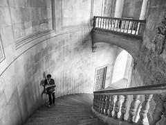 Palacio de Carlos V, La Alhambra, Granada, Spain (Angel Talansky) Tags: granada andalucia españa spain granade street streetphoto streetphotography turista turismo palacio escaleras palaciodecarlosv alhambra laalhambra uptairs escalera interior bw blancoynegro monochrome 184 em1