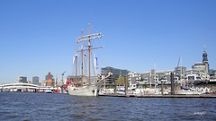 """""""Mare Frisium"""" en el puerto de Hamburgo."""