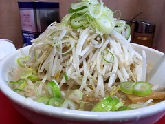 Ramen topped with bean sprouts from Benkei @ Asakusa (Fuyuhiko) Tags: ramen topped with bean sprouts from benkei asakusa ラーメン 弁慶 背油 とんこつ 豚骨 ちゃっちゃ チャッチャ 浅草 東京 tokyo