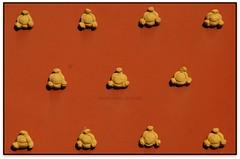 Crustons, Torre Gorgot, Figueres (l'Alt Empordà) (Jesús Cano Sánchez) Tags: elsenyordelsbertins canon eos20d tamron18200 catalunya cataluña catalonia espanya españa spain gironaprovincia emporda ampurdan altemporda altoampurdan figueres dali surrealisme surrealismo surrealism