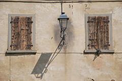 lamp and its shadow (Hayashina) Tags: windows shadow italy lamp malpaga