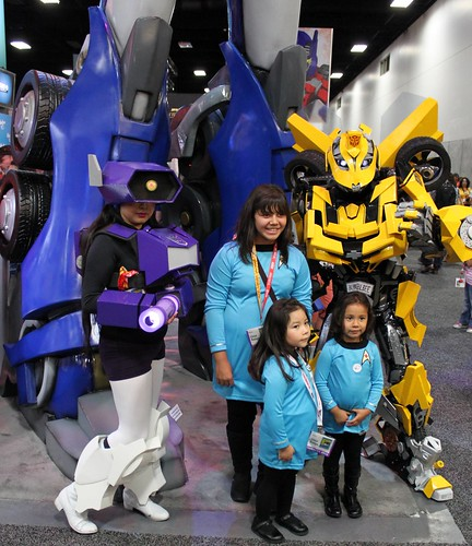 2012-Fans Dressed Up as Star Trek & Transformer Characters at SDCC-01