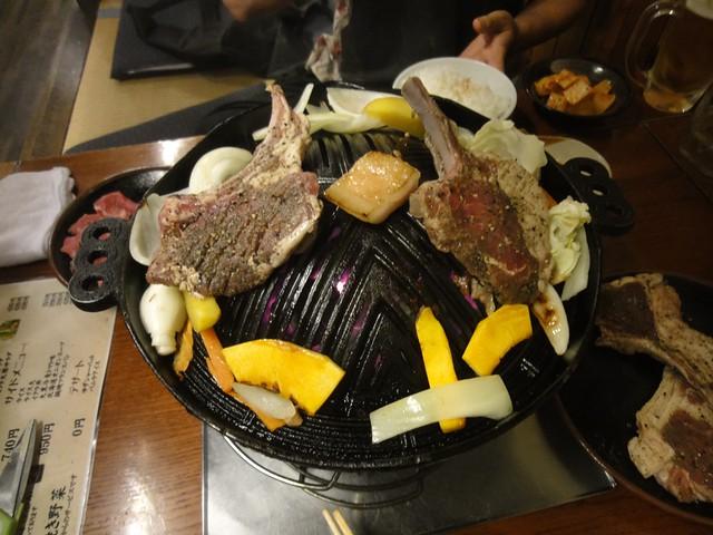 ここの肉類のメニューは、生ラム、ハーブラム、骨付きラックの。|大黒屋成吉思汗