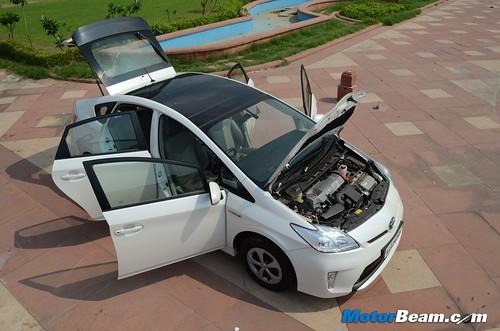 2013-Toyota-Prius-34