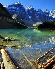 Moraine Lake and Valley of the Ten Peaks - Rocky Mountains - Banff National Park, Alberta .. (edk7) Tags: d300 edk7 2008 canada alberta banffnationalpark rockymountains canadianrockies landscape mountain driftwood snow water reflection morainelakeandvalleyofthetenpeaksrockymountainsbanffnationalparkalberta nikonnikkor18200mm13556gedifafsvrdx