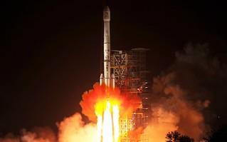 """中国发射嫦娥三号携""""玉兔""""登月"""