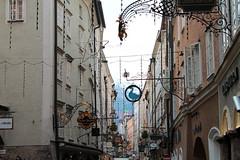 Getreidegasse (Misterfie Photography) Tags: salzburg austria sterreich alley altstadt oldtown weltkulturerbe gasse getreidegasse worldheritagte