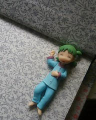 Napping on the pretty endpapers of a Lemony Snicket #yotsuba (Jemjoop Blythe/BJD) Tags: yotsuba
