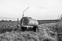 Vecchia cisterna. Old tank. (omar.flumignan) Tags: old tank cisterna vecchia agricolo bw balck white blackwhite biancoenero bianco nero canon eos 7d ef24105f4lisusm barene punta point