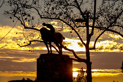 Barcelona: statue (Hans Dethmers) Tags: barcelona statue beeld sunset horse ruiter rider spain