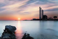 Philosophie de l'équilibre (Regarde là-bas) Tags: mer coucher soleil sea sunset filtre lee bigstopper paysage landscape martigues