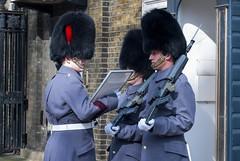 Cambio de guardia. Palacio de Buckingham / Change of guard Buckingham Palace Londres London (PrimiFer) Tags: cambio de guardia palacio buckingham change guard palace londres london