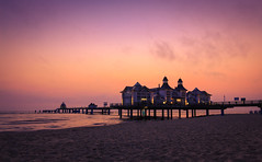 Sellin Rügen / sunrise (drummerwinger) Tags: seebrücke rot rügen sellin sunrise sonnenaufgang canon700d tokina filter ostsee beach sand sun wolken urlaub