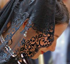 Ven a la Semana Santa granadina......... (Nana ;-))) Tags: mantilla manola pèrfil encaje semana santa granada procesion andalucia silencio woman retrato portrait tradition