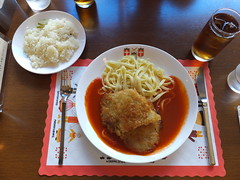 Lunch @ Scandia (Human-Faced Bun w/ Honey Pudding) Tags: cordon bleu food dish yummy drink tea rice table lunch northern europian scandinavia pasta fried chicken cheese tomato sauce broad wide ice glass butter restaurant