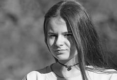 Portrait (maxguitare1) Tags: portrait retrato rittratto fille girl nina ragazza noiretblanc blackandwhite nikon gard france monochrome personne