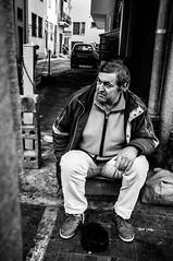 Patient (Hugo Thiroux) Tags: streetphotography bw italy needmoney x100 23mm 35mm