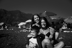 Smile along (.KiLTRo.) Tags: pucon ixregión chile kiltro smile kids boy girl summer fun portrait faces sur beach sand