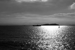 Vision maritime (François Tomasi) Tags: françoistomasi yahoo google flickr monochrome eau water mer corse france blackandwhite noiretblanc nikon reflex lights light soleil sun reflection pointdevue pointofview pov photo photoshop photography photographie bateaux bateau boats boat avril 2017