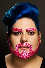 (ptr.alva) Tags: hombre joven retrato maquillaje cabello man young portrait makeup hair azúl blue rosa pink barba beard bigote moustache petetralva piedras aplicaciones brillantes