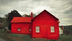 Red House | Eden NC (Craig Ladd Photography) Tags: iphoneography redhouse toomuchred explorenorthcarolina craigladdphotography eden rockinghamcounty