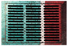 Grille «Festa del Tricolore» (Pi-F) Tags: grille 3 vert blanc rouge évacuation italie piste cyclable cycle eau