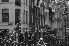 Keizersgracht (Arend Jan Wonink) Tags: keizersgracht amsterdam bikes bicycles fietsen brug grachtengordel streetphotography monochrome arendjanwonink