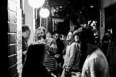 povo noturno (renanluna) Tags: pessoas people noite night noturno nocturne conversa chat fila line luz light monocromia monochromatic pretoebranco blackandwhite pb bw sãopaulo 011 sp br 55 fuji fujifilm fujifilmxt1 xt1 35mm fujinon35mmf14xfr fujinon renanluna
