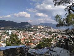 Внезапно, высота 2100 и практически мороз +12. А перед нами Сан Кристобаль де лас Касас - настоящий одноэтажный испанский городок с площадями и соборами, булыжными мостовыми и черепичными крышами. Сан Кристобаль окружён горами и  различными сообществами к