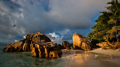 La Digue (green.pit) Tags: ocean africa travel sunset sea vacation sun seascape sol beach water strand landscape ed island atardecer evening abend reisen nikon meer sonnenuntergang pacific urlaub wideangle playa insel explore afrika seychelles nikkor dslr landschaft sonne plage vacations vr afs viajar d800 waterscape ladigue 1635 weitwinkel seychellen pazifik 1635mm 14g 2013 nikond800 pitgreenwood
