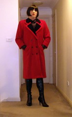 Red Breasted (5) (Furre Ausse) Tags: winter red black leather boots coat over business trench trenchcoat gloves career overcoat