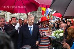 Koningspaar op Grote Markt onder parapluies (De Wilde photography) Tags: bezoek brussel gewest officieel kroning blijdeintrede