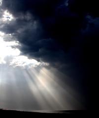 IMG_0624 - copia (Pedro Montesinos Nieto) Tags: amanecer catalua sunbeams rayosdesol costadorada amanecerenelmar playadesantsalvador playasdeelvendrell cataluaturistica