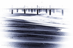 Kontraste (Sangosto) Tags: bw strand meer antalya sw wellen larabeach