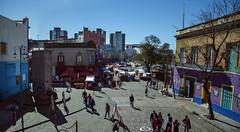 Maana de sol y color (victor mendivil) Tags: argentina calle arquitectura buenosaires nikon sigma colores urbana laboca turismo barrio caminito 18200mmf3563dcos victormendivil