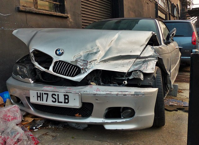 auto car voiture coche damaged wrecked dented