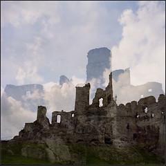 Witch World (Marta Wojtkowska) Tags: color 6x6 rollfilm mediumformat certo certo6 certosix folding rangefinder fujicolor fujifilm fujicolorreala100 reala100 ruins castle doubleexposure c41 clouds