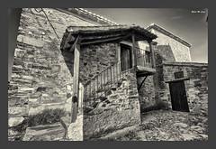 La vieja biblioteca (Jose Manuel Cano) Tags: castrillodelospolvazares león españa spain byn bn bw nikond5100 piedra stone pueblo village biblioteca library antiguo old