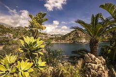 Taormina 02 (hph46) Tags: isolabella sizilien taormina italia italien sicilia meer felsen bucht strand wolken pflanzen sony alpha7r