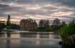 Cropthorne Mill (cliveg004) Tags: cropthornemill fladbury worcestershire riveravon river le sunset cloud trees nikon d5200 1685mm