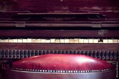 A la sombra en el salvaje oeste / In the shade in the wild west (Miguel Puerta) Tags: mpuerta 2017 canon fortbravo tabernas western oeste cowboys saloon bar piano pianola keys teclas