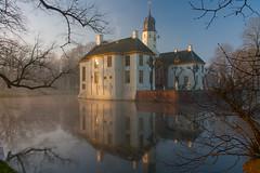 IMG_8923 (chemist72 (Pascal Teschner)) Tags: fog morning sunrise castle groningen outdoor water park reflection canon40d slochteren borg