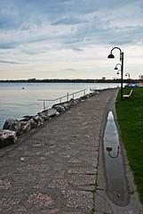 la quiete dopo la tempesta (Lollo [neon]) Tags: sirmione lago garda lagodigarda acqua riflesso italia italy lampione pozzanghera nuvole cielo crepuscolo passeggiata lungolago