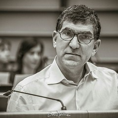 Portrait of Richard Laub, President of Stand up for Europe, which I captured at the EU Parliament, in the frame of a debate between citizens and EU deputies. #europe #richardlaub #parlementeuropeen #eyeeurope #europeanparliament #portrait #benheinephotogr (Ben Heine) Tags: benheinephotography photography composition light smartphone nature landscape beauty beautiful photo photographie art ifttt instagram benheine horizon